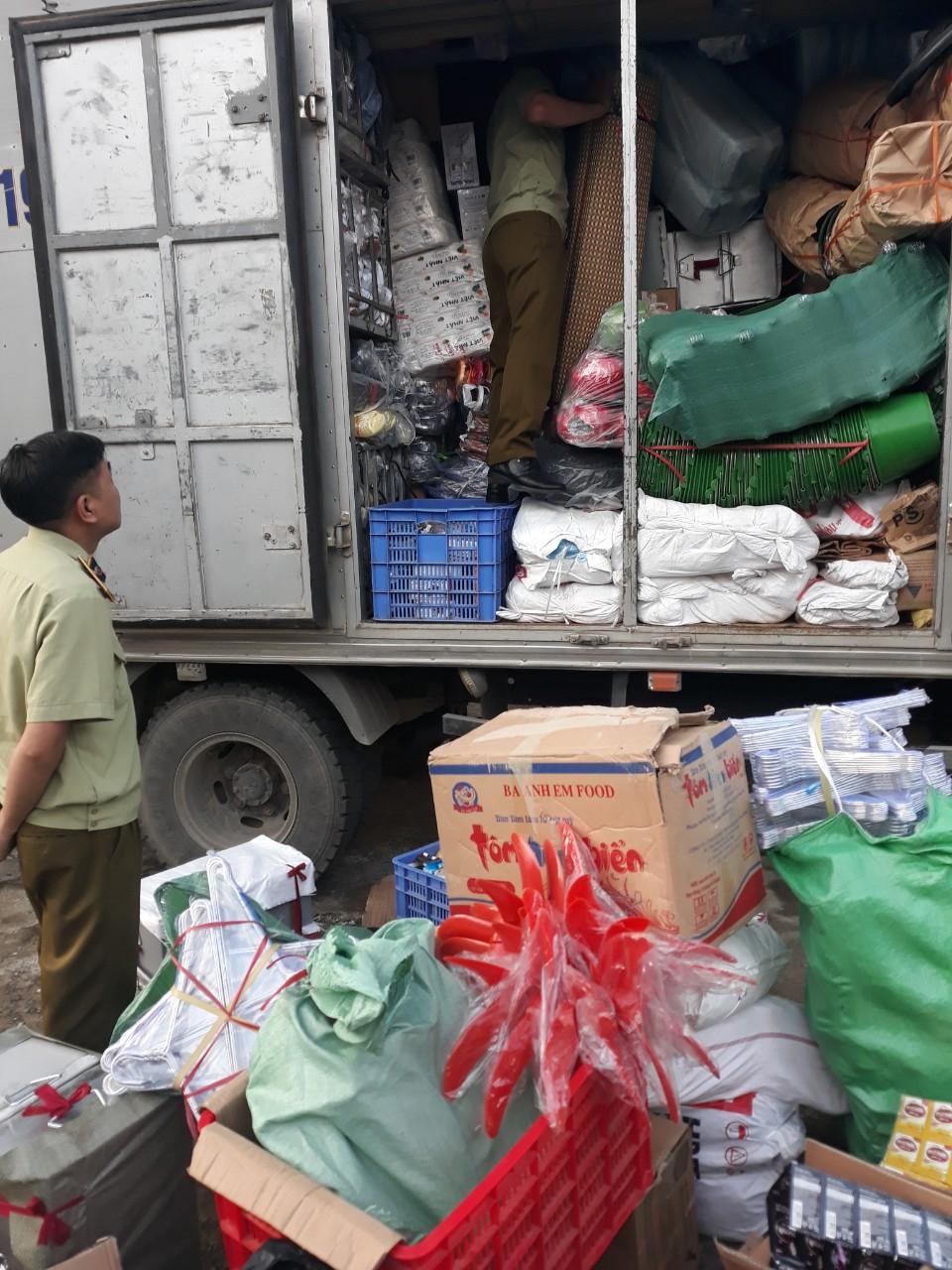 Lai Châu: Đội Quản lý thị trường số 1 - Thu giữ 800 chiếc đèn pin nhập lậu